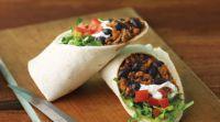 Zobrazit detail - Burrito hovězí MENU - mírně pálivé + nachos + salsa + mexická limonáda Jarritos